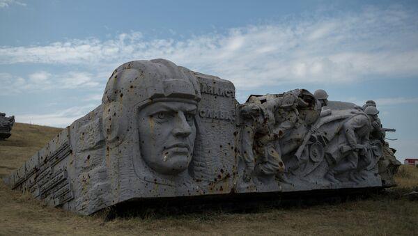 Руины мемориала на кургане Саур-Могила в Донецкой области. Архивное фото