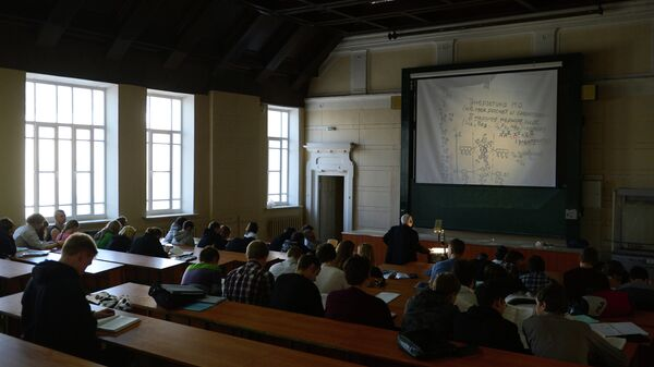 Обучение студентов в университете. Архивное фото.