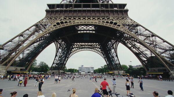 Фрагмент Эйфелевой башни в Париже