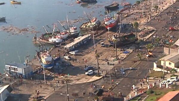 Чили после землетрясения: выброшенные на берег корабли и затопленные улицы