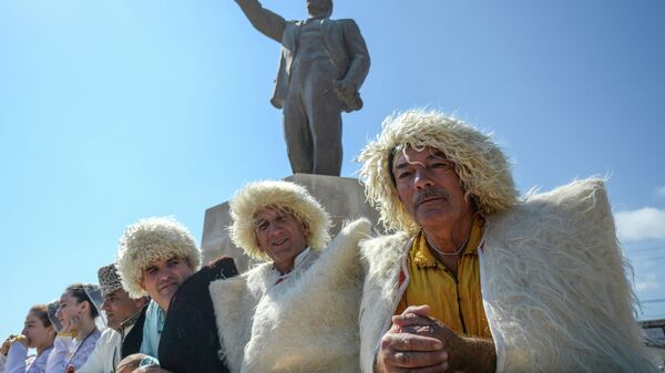 Участники фестиваля национальных культур и подворий народов Дагестана на площади Свободы в рамках празднования 2000-летия Дербента