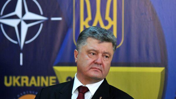 Президент Украины Петр Порошенко на пресс-конференции в Международном центре миротворчества и безопасности. Архивное фото