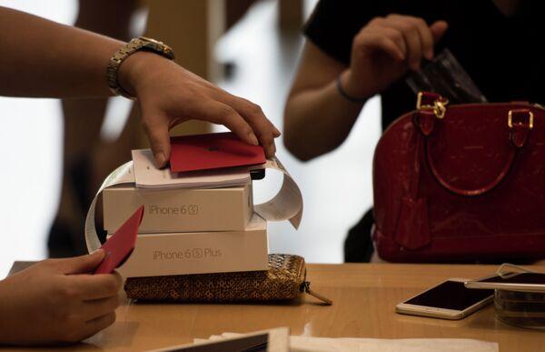 Начало продаж нового iphone в Китае