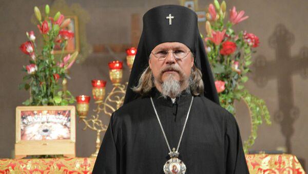 Руководитель управления по зарубежным учреждениям Московского патриархата архиепископ Егорьевский Марк в католическом храме святого Трофима в Эшо