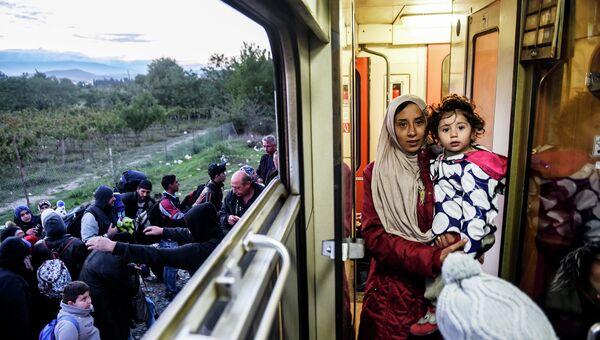 Беженцы на границе Греции и Македонии. Сентябрь 2015. Архивное фото