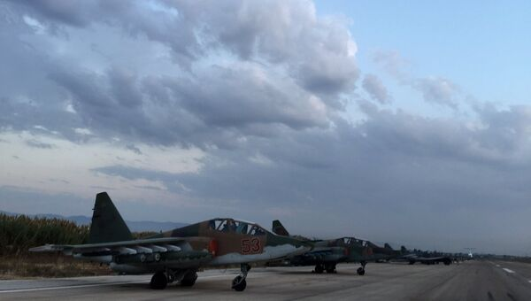 Российские самолеты Су-25 на аэродроме около Латакии