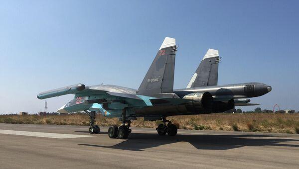 Российский самолет готовится к вылету на авиабазе Хмеймим в Сирии