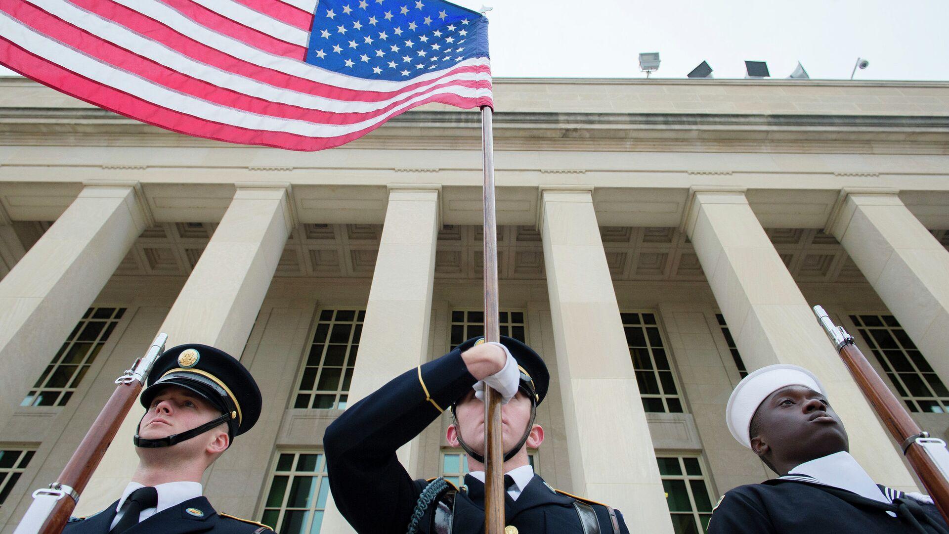 Военные США у здания Пентагона - РИА Новости, 1920, 17.02.2021