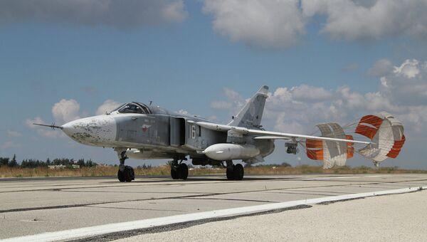 Российский самолет садится в аэропорту Латакии, Сирия. Архивное фото