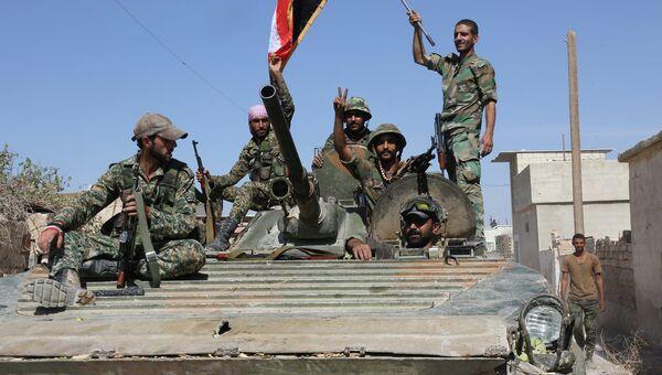 Сирийская армия входит в город Атшан (провинция Хама), освобожденный при помощи российской авиации