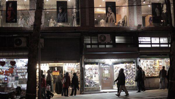 Магазины на одной из улиц Тегерана. Архивное фото
