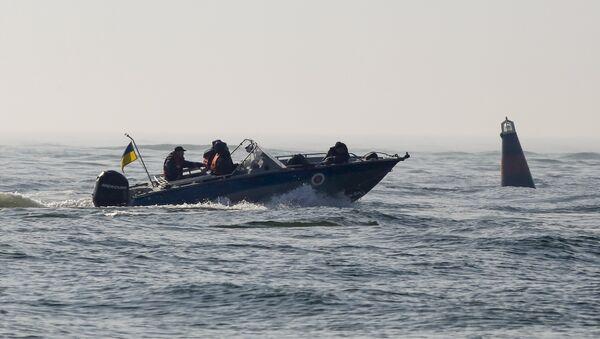 Спасатели на месте крушения катера под Одессой, 18 октября 2015