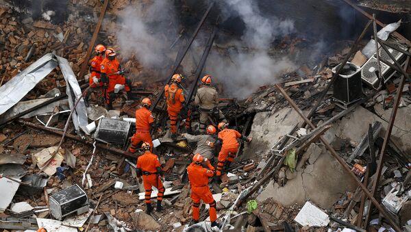 На месте взрыва газа в Рио-де-Жанейро. Бразилия, октябрь 2015