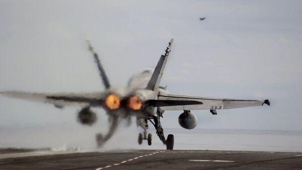Американский истребитель FA18