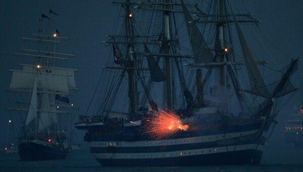 Реконструкция морского сражения во время празднования 200-летия победы в Трафальгарской битве в Портсмуте, Великобритания