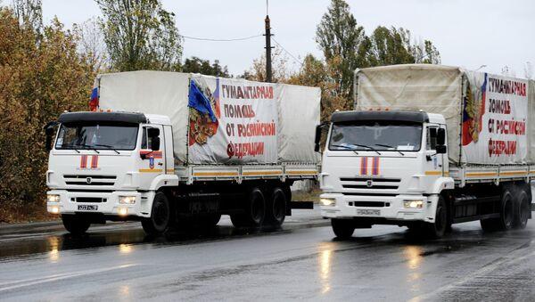 Автомобили МЧС РФ с гуманитарной помощью для жителей Донбасса, архивное фото