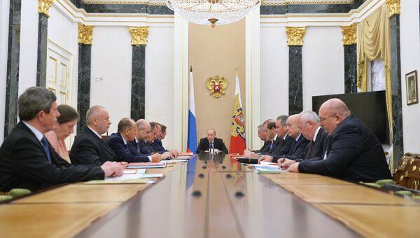 Президент России Владимир Путин на заседании комиссии по ВТС с иностранными государствами