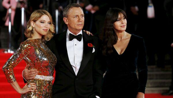 Моника Беллуччи, Леа Сейду и Дэниел Крэйг на мировой премьере нового фильма о Джеймсе Бонде Spectre в Королевском Альберт-Холле