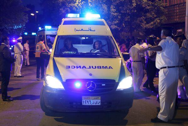 Кареты скорой помощи с телами жертв крушения российского самолета в Каире, Египет. 31 октября 2015