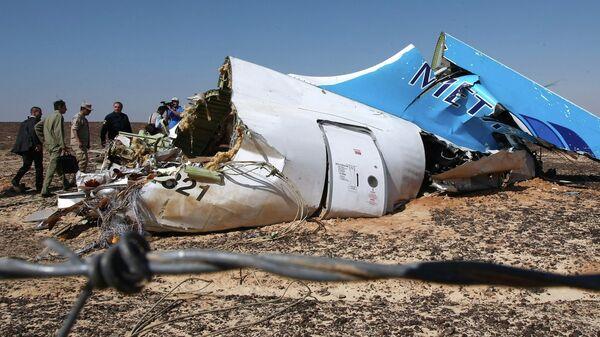 Обломки самолета Airbus A321 авиакомпании Когалымавиа, который выполнял рейс 9268 Шарм эш-Шейх - Санкт-Петербург на месте крушения. Архивное фото