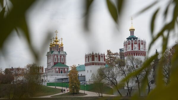 Вид на Новодевичий Богородице-Смоленский монастырь в Москве