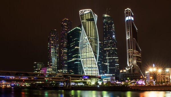 Вид на Московский международный деловой центр Москва-Сити с набережной Тараса Шевченко в Москве. Архивное фото