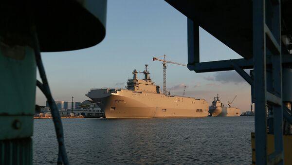 Вертолетоносец типа Мистраль в порту Сен-Назера. Архивное фото