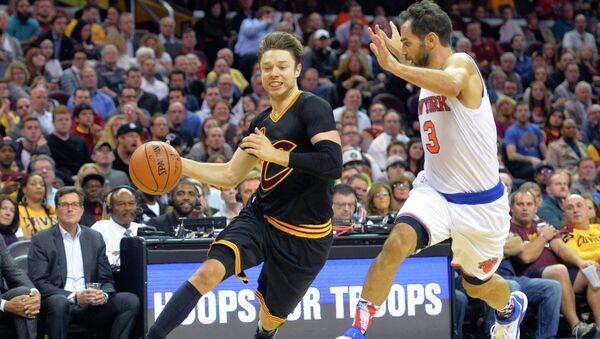 Эпизод матча  Кливленд Кавальерс -  Нью-Йорк Никс в НБА, 4 ноября 2015