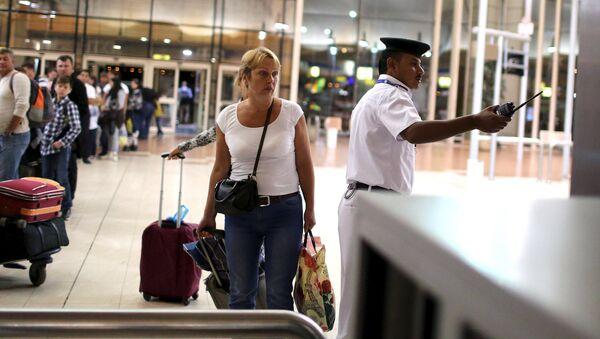 Российские туристы в аэропорту курорта Шарм-эш-Шейх, Египет. Ноябрь 2015