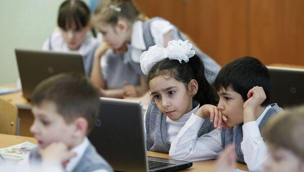 Дети на уроке математики. Архивное фото