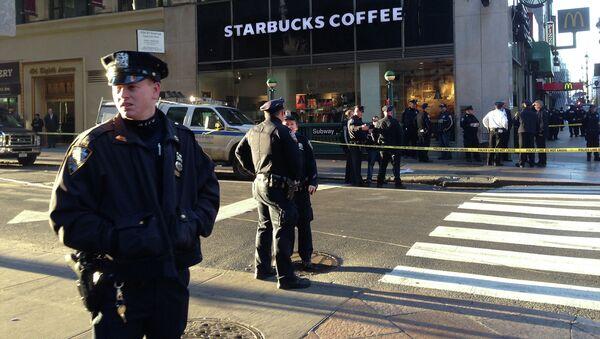 Полицейские Нью-Йорка на месте стрельбы в Манхеттене