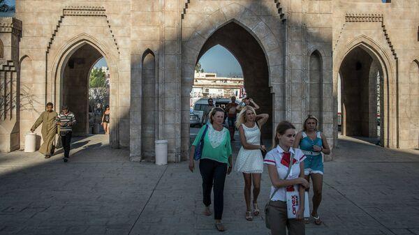 Российские туристы во время экскурсии в египетском городе Шарм-эш-Шейхе