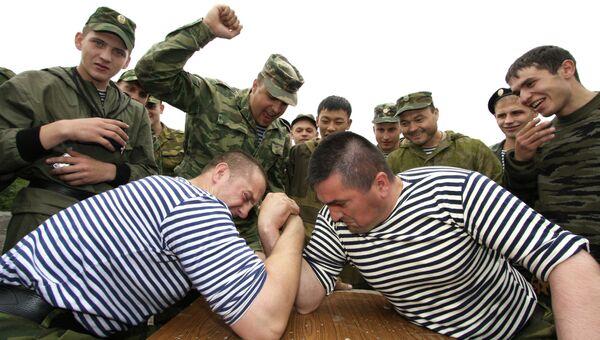 Морские пехотинцы во время соревнований по армспорту
