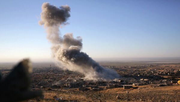 Дым на месте ударов ВВС США в Ираке. Архивное фото