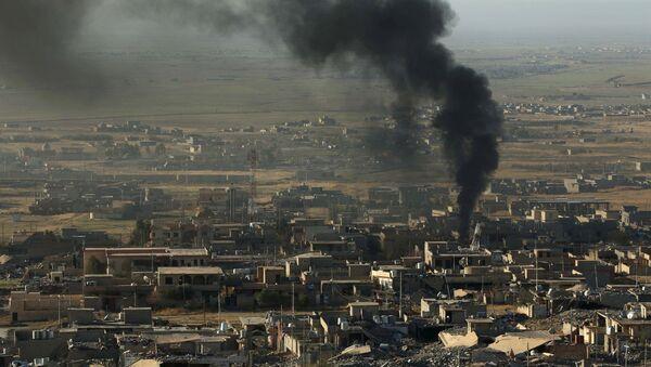 Дым на месте ударов ВВС США в Синджаре, Архивное фото