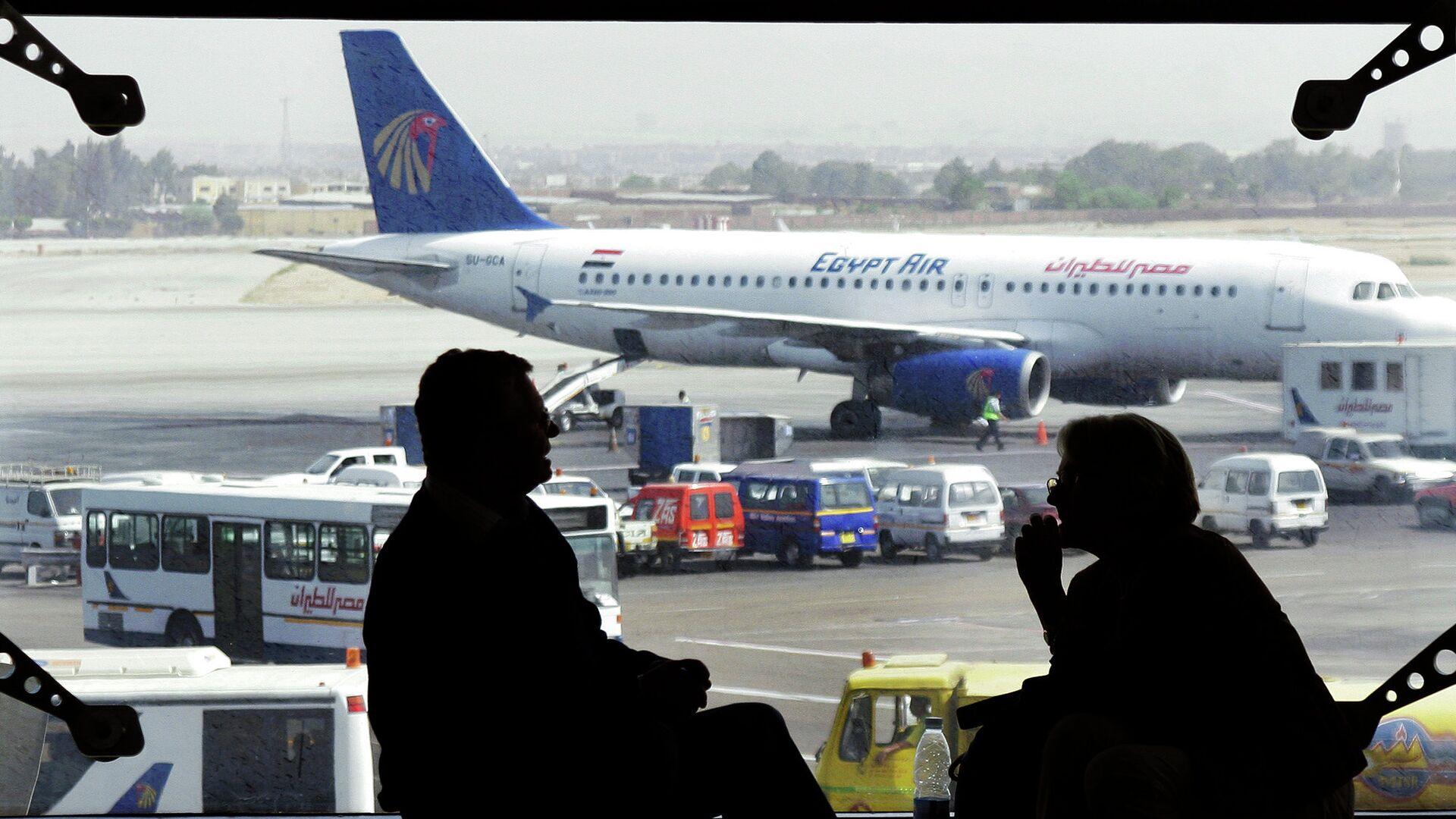 Самолет авиакомпании EgyptAir в аэропорту Каира, Египет - РИА Новости, 1920, 09.07.2021
