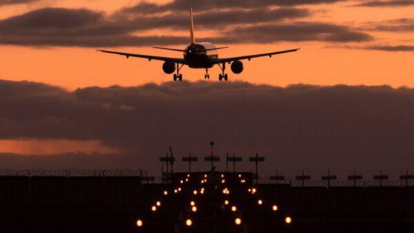 Самолет Airbus A320 авиакомпании Аэрофлот заходит на посадку. Архивное фото