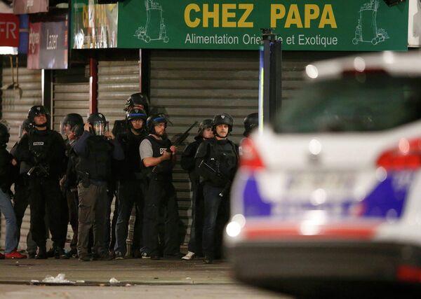 Полиция Франции во время перестрелки в районе Сен-Дени