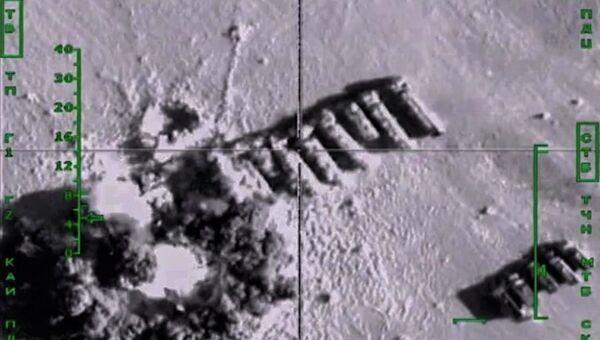 Самолеты российских Воздушно-космических сил нанесли авиационный удар по колоннам бензовозов, перевозящих нефтепродукты в интересах террористических организаций, в Сирии