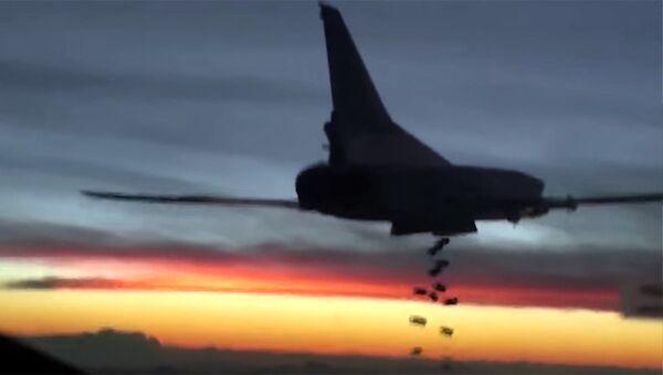 Бомбардировщик-ракетоносец Ту-22 М3 Военно-космических сил России во время боевого вылета для нанесения авиаудара по объектам ИГ в Сирии.
