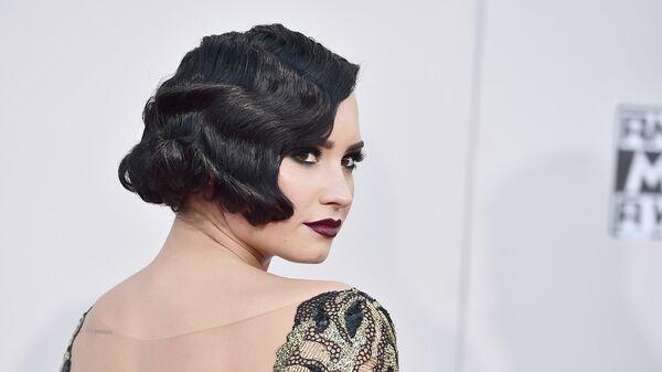 Американская актриса, певица и автор песен Деми Ловато на церемонии вручения премии American Music Awards