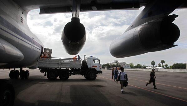 Самолет в аэропорту Ош, Киргизия. Архивное фото