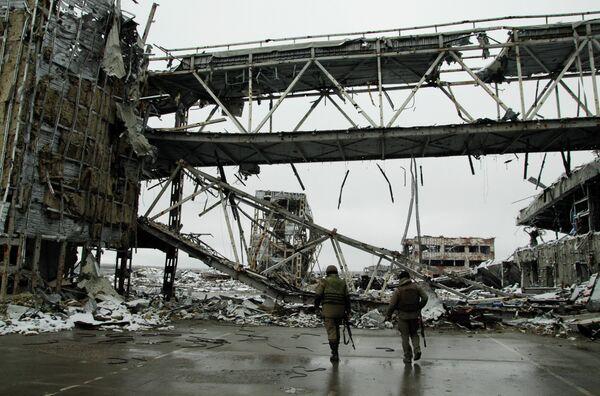 Ополченцы Донецкой народной республики (ДНР) на территории Донецкого аэропорта