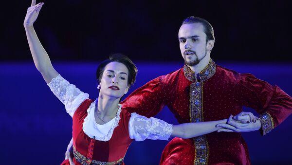 Ксения Столбова и Федор Климов (Россия) во время показательного выступления на V этапе Гран-при по фигурному катанию в Москве.