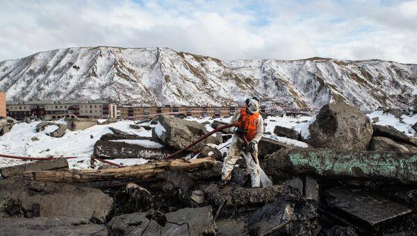Специалист компании Экоспас во время ликвидации последствий аварии танкера Надежда