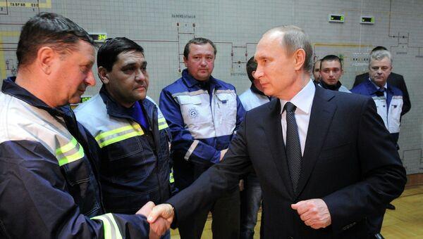 Президент России Владимир Путин во время запуска первой очереди энергомоста в Крым