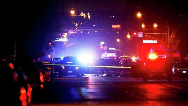 Полиция на месте стрельбы в Сан-Бернардино, Калифорния