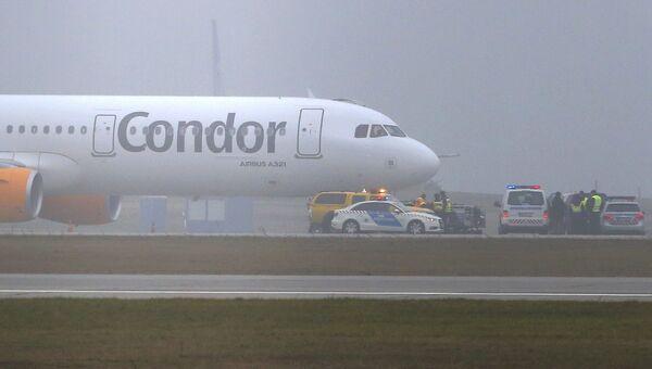 Самолет Airbus A321 компании Condor airlines во время экстренной посадки в аэропорту Будапешта