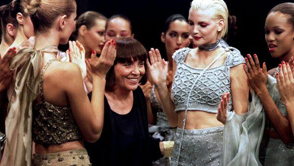 Итальянский модельер Мария Манделли, известная под псевдонимом Krizia (в центре)