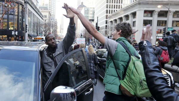 Протесты из-за убийства подростка полицейским в Чикаго